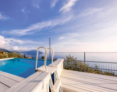 Large two-room sea view with swimming pool